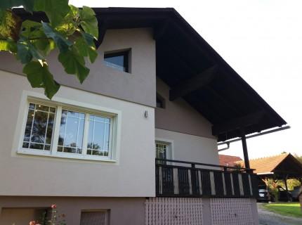 8200 Gleisdorf-Nähe: Wohnhaus mit angebautem Nebengebäude mit ca. 155 m² Wfl. Lagerräume und 2 überdachte Autoabstellplätze  und ca. 1327 m² Grund
